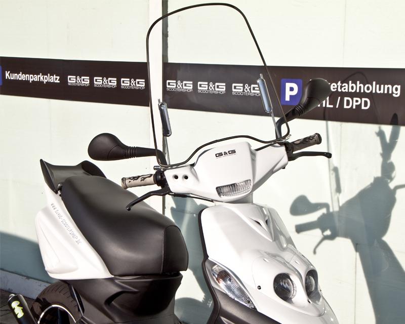 windschild mit montagematerial universal f r roller scooter mofa quad gy6. Black Bedroom Furniture Sets. Home Design Ideas